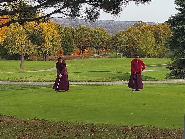 Jain Golfers Putting